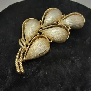 VTG SIGNED TRIFARI GOLD BROOCH PIN